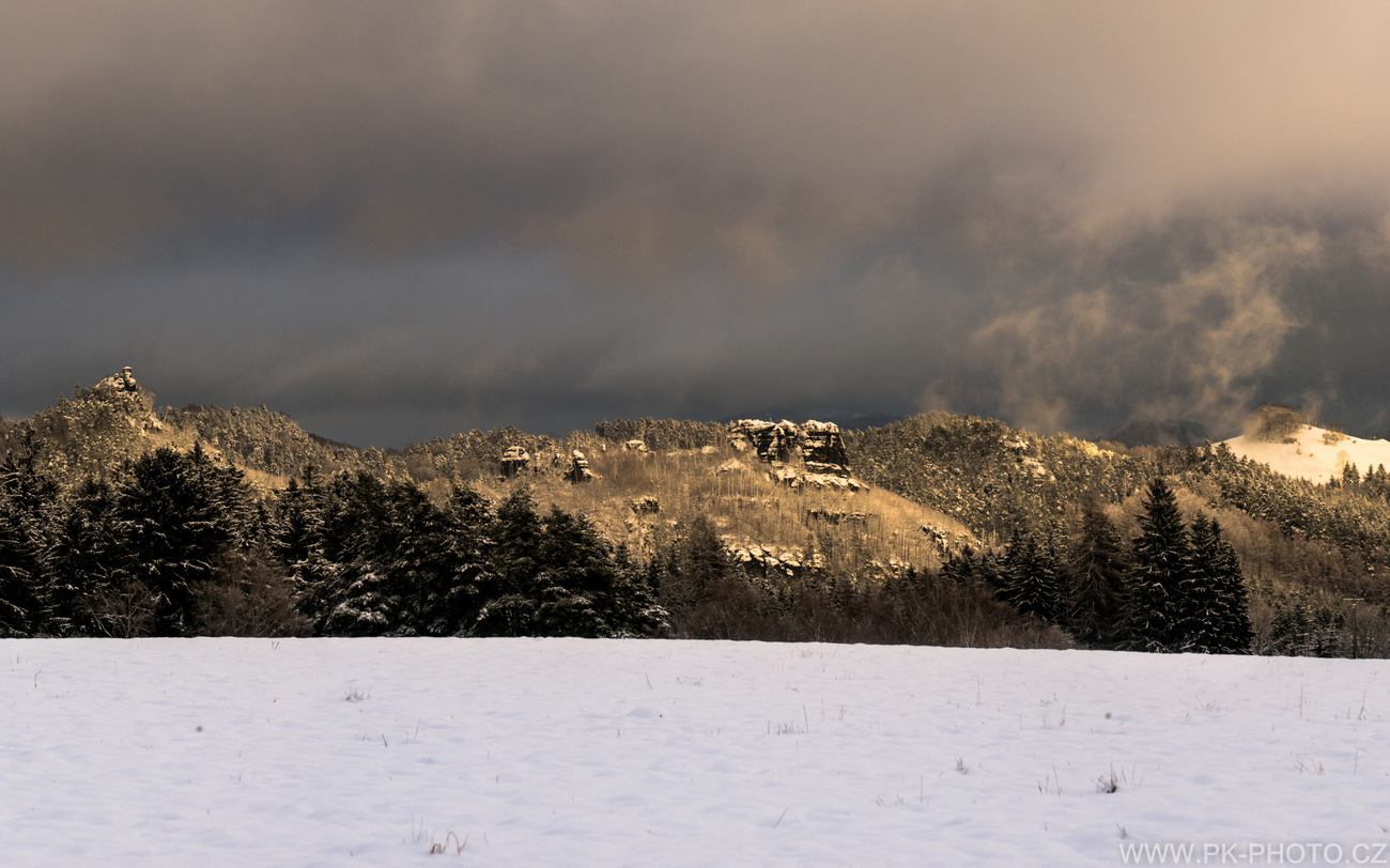 zimní panorama Jetřichovických stěn