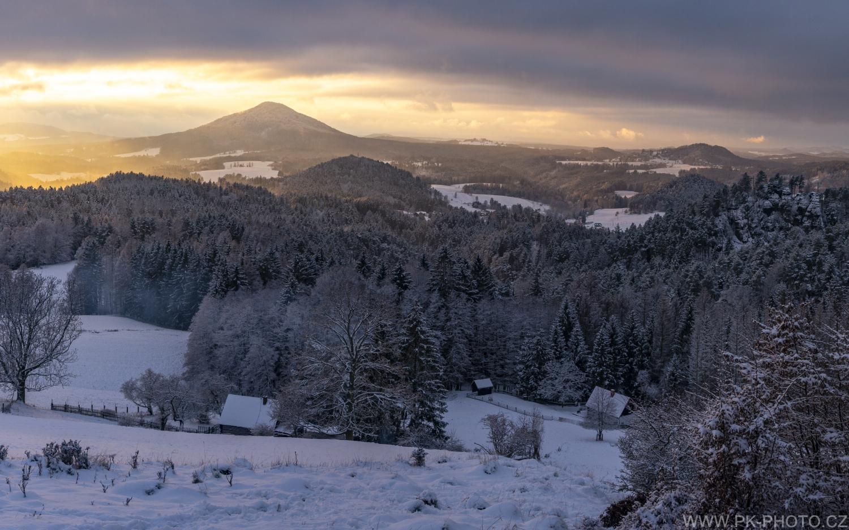 zimní západ slunce v národním parku