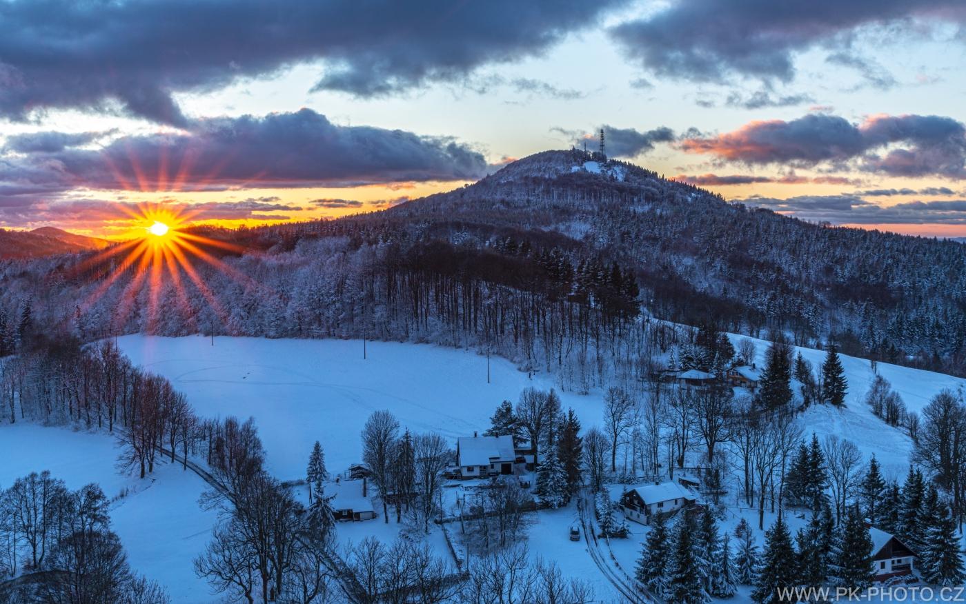 Jedlová v zimě při západu slunce