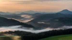 ranní mlhy v údolí Labe